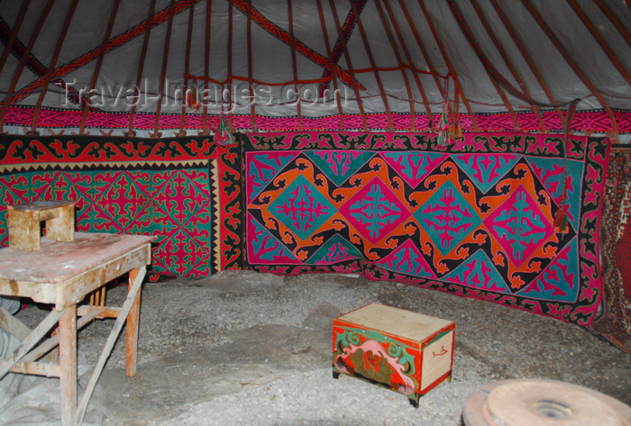 kazakhstan189: Kazakhstan - Karaturuk area, Almaty province: yurt interior - photo by M.Torres - (c) Travel-Images.com - Stock Photography agency - Image Bank