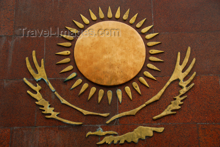 kazakhstan287: Kazakhstan, Almaty: 28 Panfilov Heroes' Park - Kazakh eagle and sun - gold over red granite - photo by M.Torres - (c) Travel-Images.com - Stock Photography agency - Image Bank