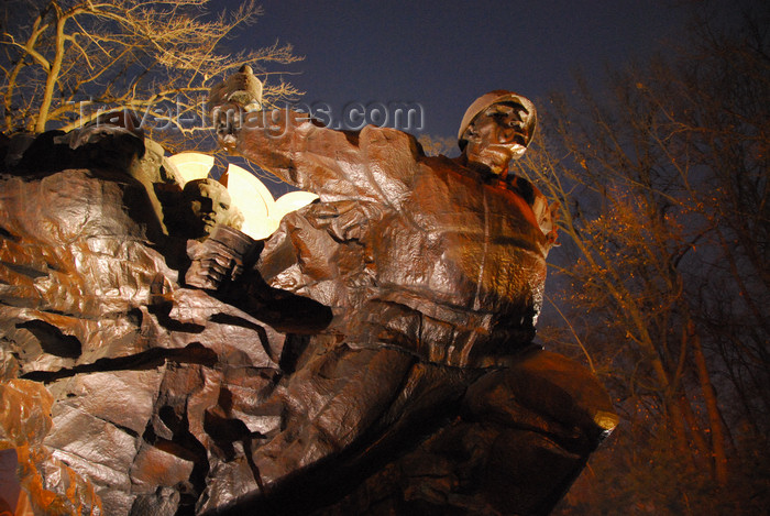 kazakhstan290: Kazakhstan, Almaty: 28 Panfilov Heroes' Park - Great Patriotic War memorial - Soviet soldiers - photo by M.Torres - (c) Travel-Images.com - Stock Photography agency - Image Bank