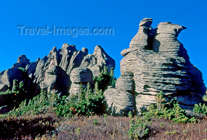 kazakhstan31: East Kazakhstan - Altay Mountains: capricious forms created by erosion - rock outcrop - rock island - photo by V.Sidoropolev - (c) Travel-Images.com - Stock Photography agency - Image Bank