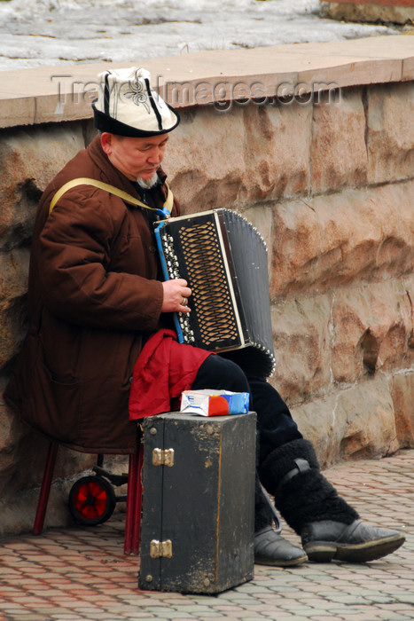 kazakhstan320: Kazakhstan, Almaty: Arbat - Zhybek-Zholy, or Silk road street - accordion player - street musician with Kazakh hat - photo by M.Torres - (c) Travel-Images.com - Stock Photography agency - Image Bank
