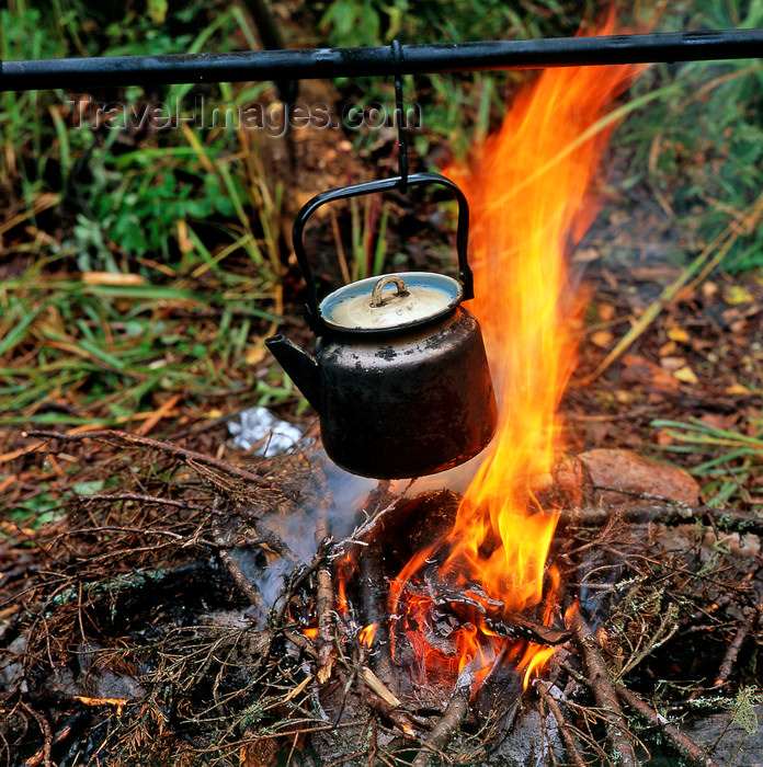 kazakhstan342: East Kazakhstan oblys: kettle on a camp fire - photo by V.Sidoropolev - (c) Travel-Images.com - Stock Photography agency - Image Bank