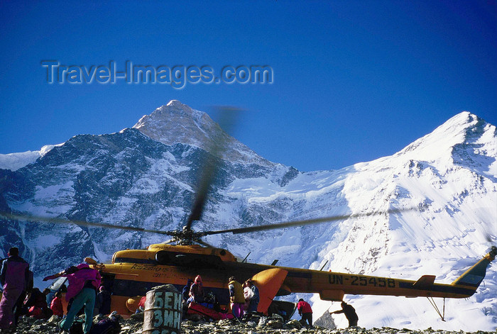 kazakhstan44: Kazakhstan - Tian Shan mountain range: a russian Mil Mi-8 Hip helicopter drops food at the Khan Tengri summit base camp - photo by E.Petitalot - (c) Travel-Images.com - Stock Photography agency - Image Bank