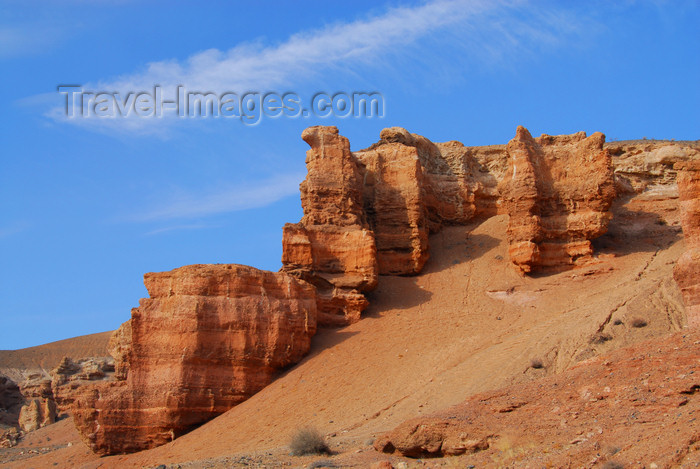 kazakhstan67: Kazakhstan, Charyn Canyon: Valley of the Castles - rock formations along the gorge - photo by M.Torres - (c) Travel-Images.com - Stock Photography agency - Image Bank