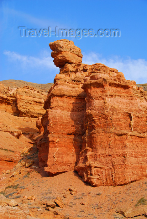 kazakhstan70: Kazakhstan, Charyn Canyon: Valley of the Castles - unstable rock - photo by M.Torres - (c) Travel-Images.com - Stock Photography agency - Image Bank