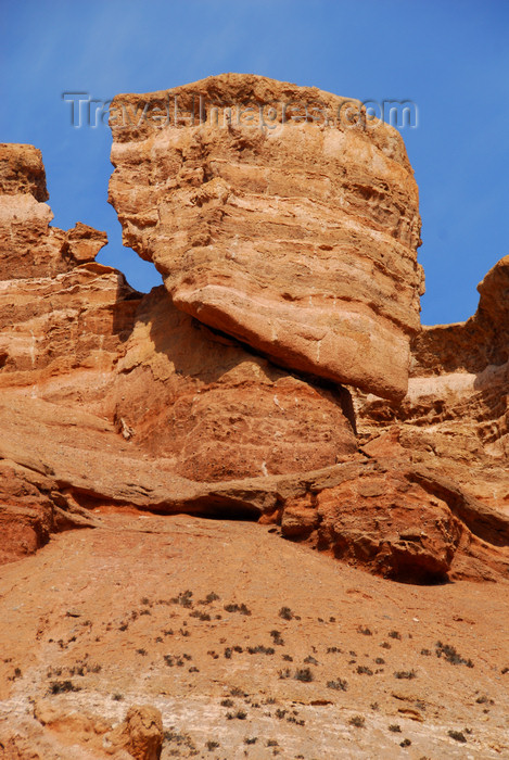 kazakhstan77: Kazakhstan, Charyn Canyon: Valley of the Castles - giant rock challenging gravity - photo by M.Torres - (c) Travel-Images.com - Stock Photography agency - Image Bank