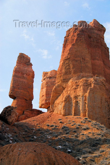 kazakhstan78: Kazakhstan, Charyn Canyon: Valley of the Castles - rock formations - tower and blade - photo by M.Torres - (c) Travel-Images.com - Stock Photography agency - Image Bank
