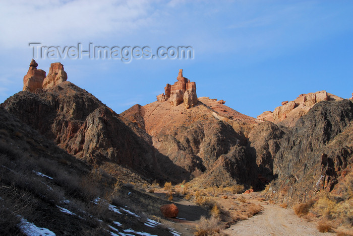 kazakhstan85: Kazakhstan, Charyn Canyon: Valley of the Castles - 'castles' along the gorge - photo by M.Torres - (c) Travel-Images.com - Stock Photography agency - Image Bank