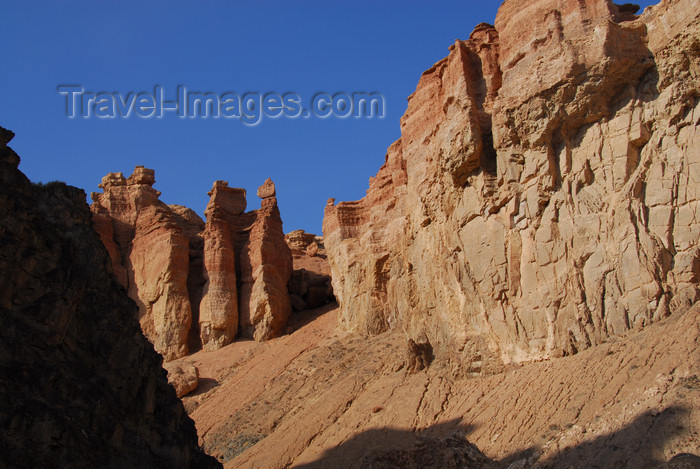 kazakhstan93: Kazakhstan, Charyn Canyon: Valley of the Castles - gorge and fairy chimneys - photo by M.Torres - (c) Travel-Images.com - Stock Photography agency - Image Bank