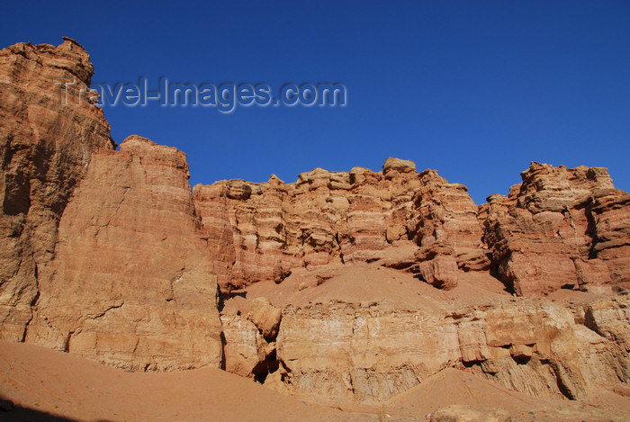 kazakhstan97: Kazakhstan, Charyn Canyon: Valley of the Castles - rock wall - photo by M.Torres - (c) Travel-Images.com - Stock Photography agency - Image Bank
