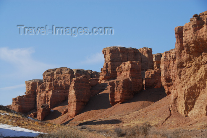 kazakhstan99: Kazakhstan, Charyn Canyon: Valley of the Castles - wind eroded reddish cliffs - photo by M.Torres - (c) Travel-Images.com - Stock Photography agency - Image Bank