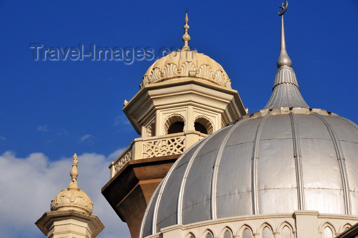 kenya102: Nairobi, Kenya: Jamia Masjid - Friday Mosque - silver dome and minaret with ornate decoration - photo by M.Torres - (c) Travel-Images.com - Stock Photography agency - Image Bank