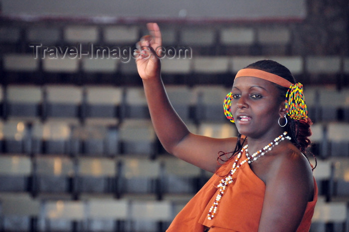 kenya165: Langata, Nairobi, Kenya: female dancer - Bomas of Kenya - photo by M.Torres - (c) Travel-Images.com - Stock Photography agency - Image Bank