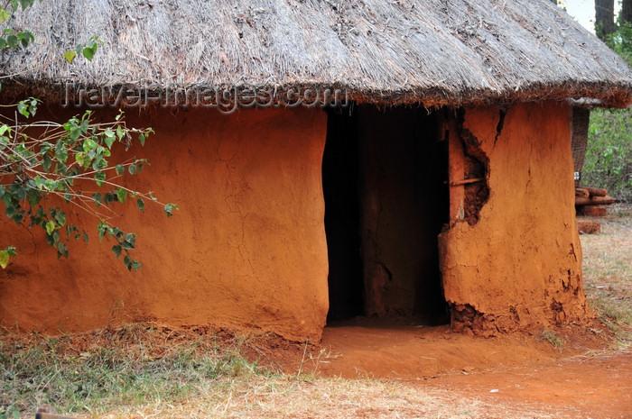 kenya167: Langata, Nairobi, Kenya: Kamba tribe huts - village reconstruction - Bomas of Kenya cultural complex - photo by M.Torres - (c) Travel-Images.com - Stock Photography agency - Image Bank