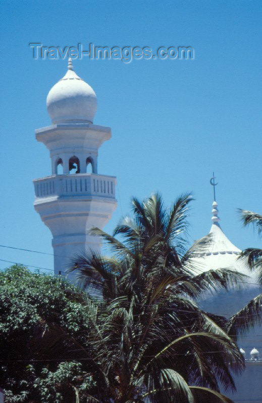kenya5: Kenya - Mombasa / Mombassa / MBA: white mosque - photo by F.Rigaud - (c) Travel-Images.com - Stock Photography agency - Image Bank