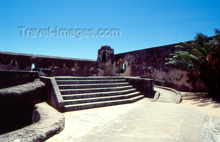 kenya62: Kenya / Quenia - Mombasa / Mombassa: inside Fort Jesus - Portuguese military architecture in East Africa / arquitectura militar portuguesa em África - Forte de Jesus - photo by F.Rigaud - (c) Travel-Images.com - Stock Photography agency - Image Bank