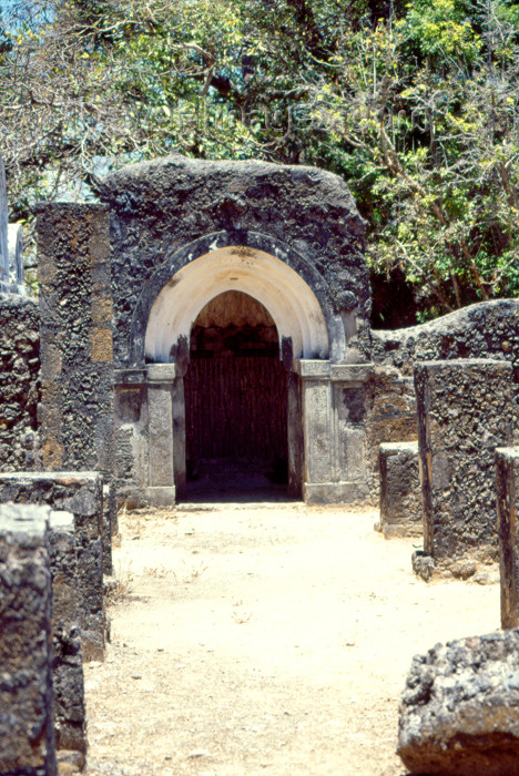 kenya64: East Africa - Kenya - Mnarani, Kilifi District, Coast province: ruins of the Swahili settlement - the Friday Mosque - located on the south bank of the Kilifi Creek (photo by F.Rigaud) - (c) Travel-Images.com - Stock Photography agency - Image Bank