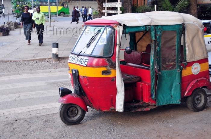 kenya82: Nairobi, Kenya: auto rickshaw taxi - Kenyan tuk-tuk - photo by M.Torres - (c) Travel-Images.com - Stock Photography agency - Image Bank