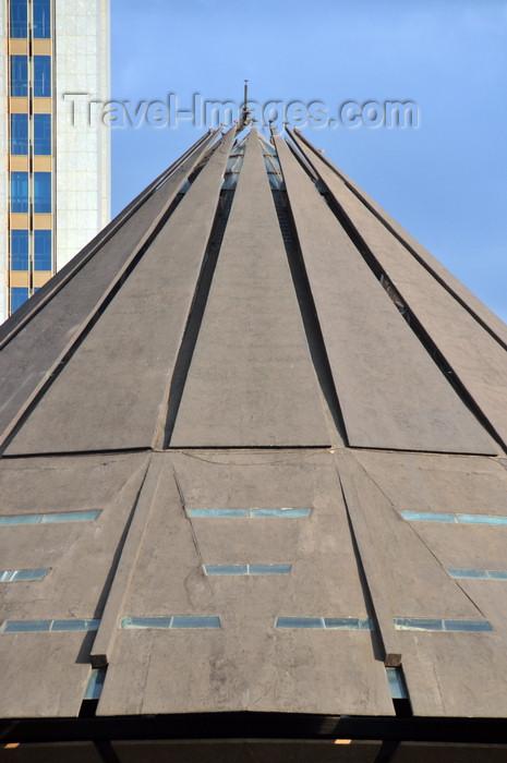 kenya96: Nairobi, Kenya: Kenyatta International Conference Center - KICC cone shaped auditorium - architect Karl H. Nostvik and Mutiso Menezes intl. - Harambee Avenue - photo by M.Torres - (c) Travel-Images.com - Stock Photography agency - Image Bank