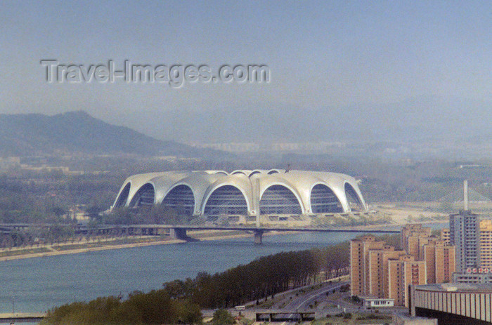 korean12: North Korea / DPRK - Pyongyang: the May Day Stadium and the Chongnyu bridge - Rungna island (photo by M.Torres) - (c) Travel-Images.com - Stock Photography agency - Image Bank
