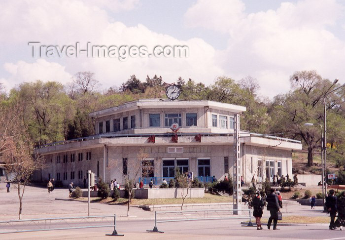korean129: North Korea / DPRK - Pyongyang: the Metro - Kaeson station (photo by M.Torres) - (c) Travel-Images.com - Stock Photography agency - Image Bank