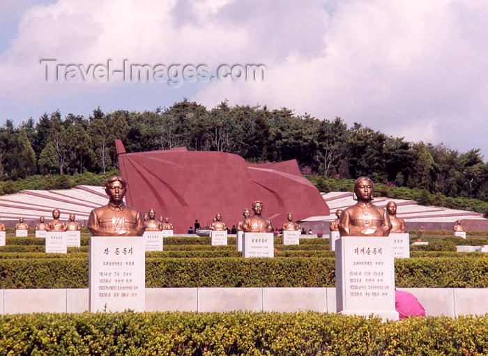 korean136: North Korea / DPRK - Taesong Mountains: Revolutionary martyrs's cemetery - giant red flag in stone (photo by M.Torres) - (c) Travel-Images.com - Stock Photography agency - Image Bank