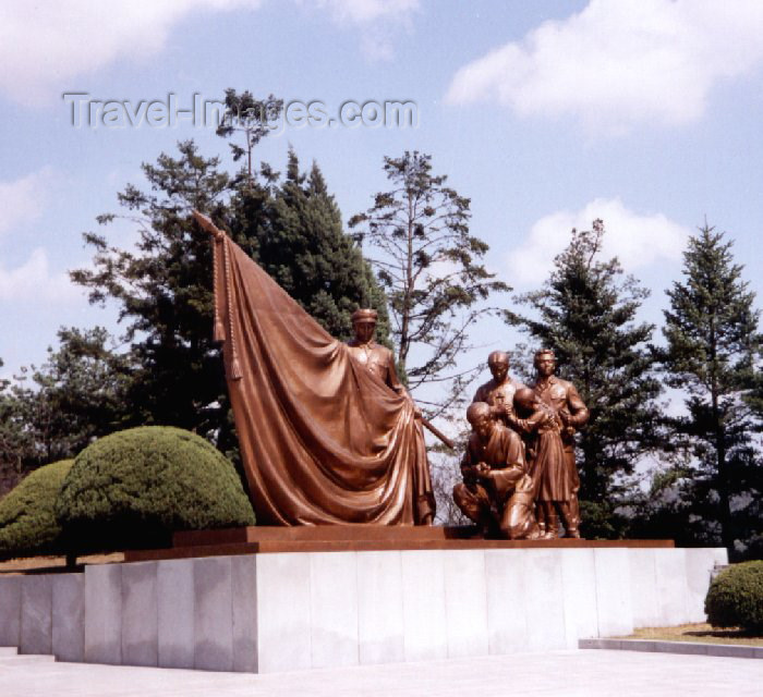 korean138: North Korea / DPRK - Taesong Mountains: Cemetery for revolutionary heroes - bronze (photo by M.Torres) - (c) Travel-Images.com - Stock Photography agency - Image Bank