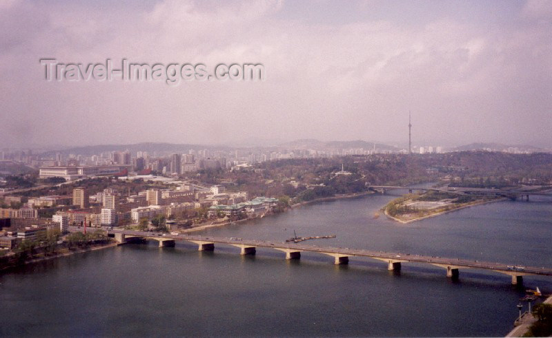 korean14: North Korea / DPRK - Pyongyang: Ongnyu bridge - Taedong River (photo by M.Torres) - (c) Travel-Images.com - Stock Photography agency - Image Bank