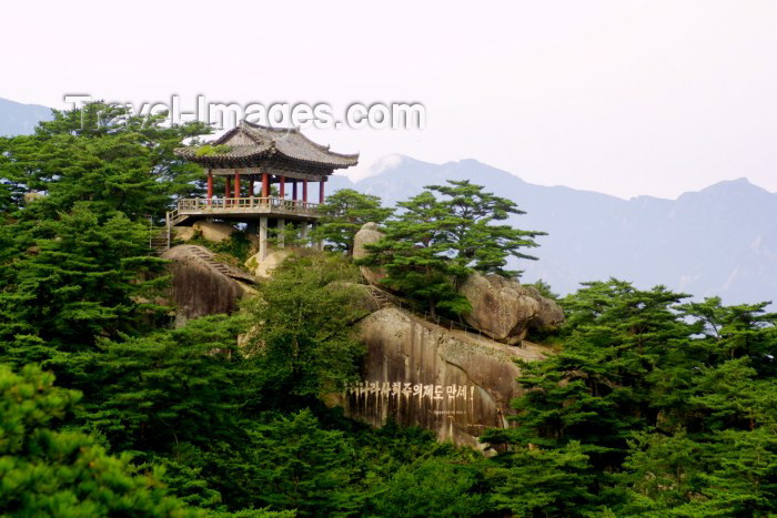 korean146: Samilpo lake: viewpoint on the Sea Diamond mountains - Haegeumgang  (photo by Rod Eime) - (c) Travel-Images.com - Stock Photography agency - Image Bank