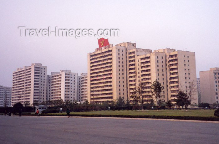korean18: North Korea / DPRK - Pyongyang: Housing estate on Juchetap street (photo by M.Torres) - (c) Travel-Images.com - Stock Photography agency - Image Bank