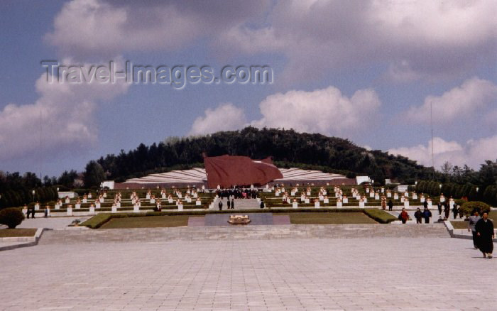 korean2: North Korea / DPRK - Taesong Mountains: Revolutionary Martyr's Cemetery - hill (photo by M.Torres) - (c) Travel-Images.com - Stock Photography agency - Image Bank
