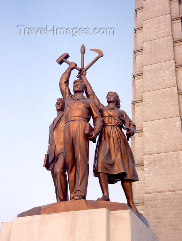 korean22: North Korea / DPRK - Pyongyang: Tower of the Juche Idea - central statues - emblem of the Workers' Party of Korea with a worker, a peasant and an intellectual holding a hammer, sickle and writing brush - photo by M.Torres - (c) Travel-Images.com - Stock Photography agency - Image Bank