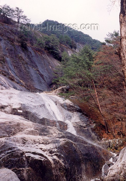 korean23: North Korea / DPRK - Myohyangsan (mysterious fragrance) mountains: waterfall (photo by M.Torres) - (c) Travel-Images.com - Stock Photography agency - Image Bank