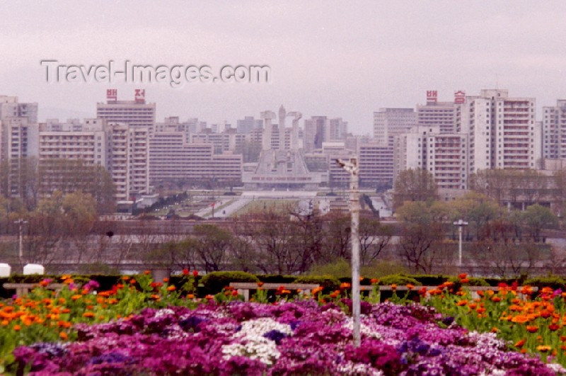 korean27: North Korea / DPRK - Pyongyang: west bank - party foundation monument (photo by M.Torres) - (c) Travel-Images.com - Stock Photography agency - Image Bank