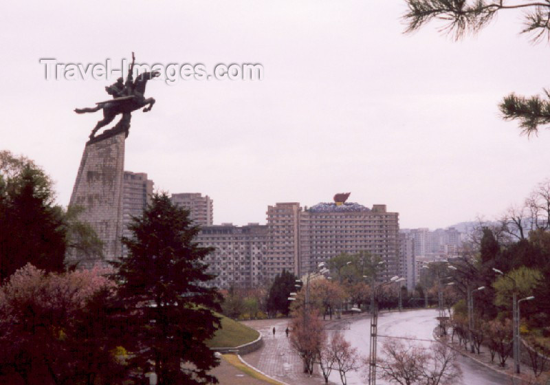 korean29: North Korea / DPRK - Pyongyang: Chollima statue over Chilsongmun street (photo by M.Torres) - (c) Travel-Images.com - Stock Photography agency - Image Bank