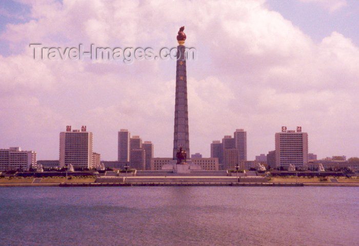 korean42: North Korea / DPRK - Pyongyang: Tower of the Juche Idea on the Taedong river - 150 metre-high stone obelisk - photo by M.Torres - (c) Travel-Images.com - Stock Photography agency - Image Bank