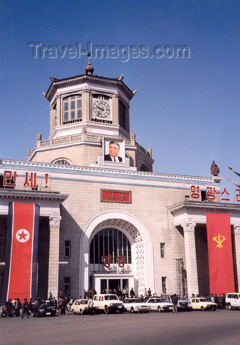 korean49: DPRK - Pyongyang: Central Train Station (photo by M.Torres) - (c) Travel-Images.com - Stock Photography agency - Image Bank