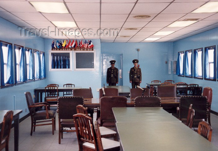 korean62: DPRK - Panmunjom: negotiation's room (photo by Miguel Torres) - (c) Travel-Images.com - Stock Photography agency - Image Bank