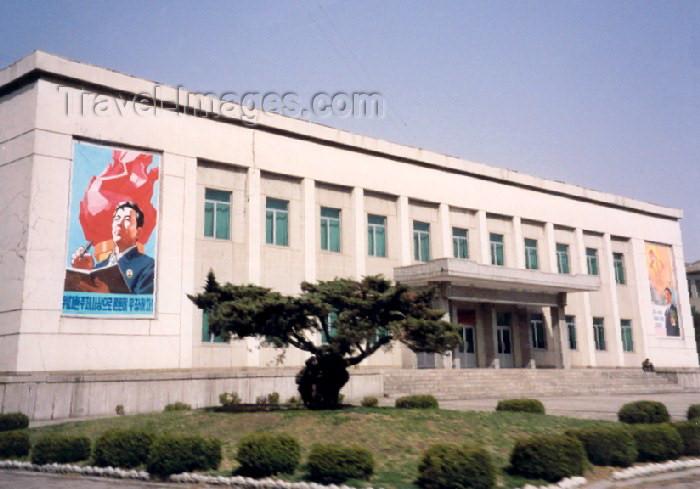 korean78: Democratic People's Republic of Korea - DPRK / Kaesong: school (photo by M.Torres) - (c) Travel-Images.com - Stock Photography agency - Image Bank