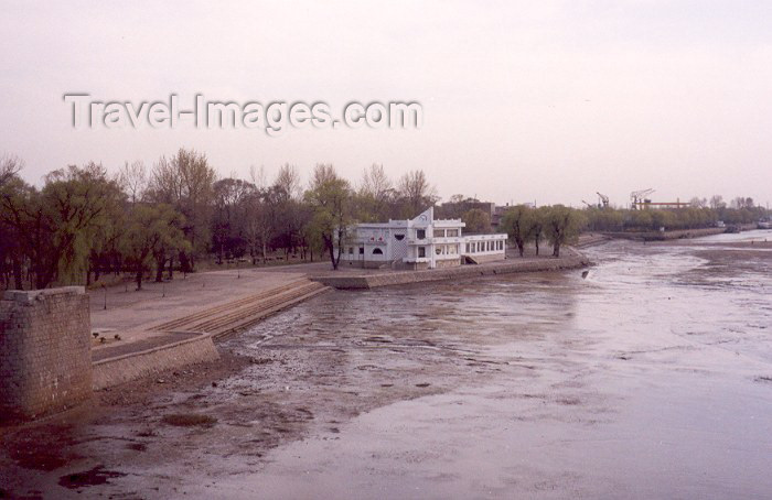 korean87: North Korea / DPRK - Sinuiju: river side - southern bank of the Yalu river - border with PR China (photo by M.Torres) - (c) Travel-Images.com - Stock Photography agency - Image Bank