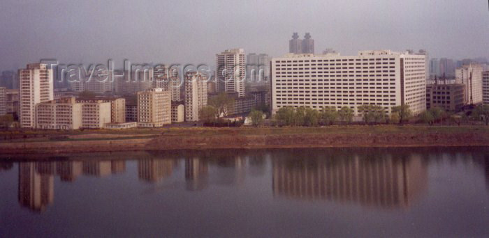 korean94: North Korea / DPRK - Pyongyang: Pyongyang Hotel (photo by M.Torres) - (c) Travel-Images.com - Stock Photography agency - Image Bank