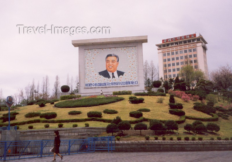 korean95: North Korea / DPRK - Pyongyang: downtown propaganda - Kim Il Sung (photo by M.Torres) - (c) Travel-Images.com - Stock Photography agency - Image Bank