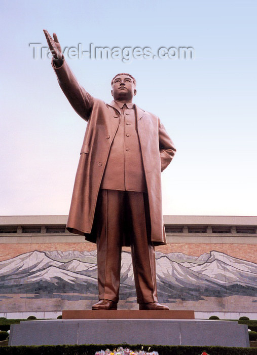 korean96: North Korea / DPRK - Pyongyang: the great leader, Kim Il Sung statue and Mount Paekto - Mansudae Grand Monument (photo by M.Torres) - (c) Travel-Images.com - Stock Photography agency - Image Bank