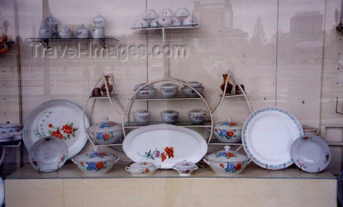 korean98: North Korea / DPRK - Pyongyang: Window shopping - kitchen ware  (photo by M.Torres) - (c) Travel-Images.com - Stock Photography agency - Image Bank