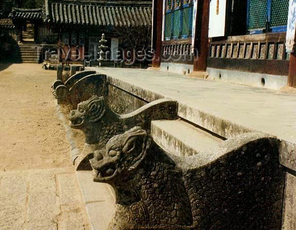 koreas30: Asia - South Korea - Gaya Mountain, Gyeongsang province: Haeinsa Temple - feline figures - photo by G.Frysinger - (c) Travel-Images.com - Stock Photography agency - Image Bank