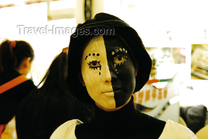 koreas48: Asia - South Korea - Halloween - divided girl - black and white face - photo by S.Lapides - (c) Travel-Images.com - Stock Photography agency - Image Bank
