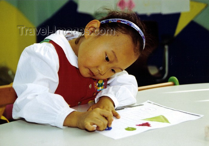 koreas53: Asia - South Korea - Suweon: kindergarten girl - photo by S.Lapides - (c) Travel-Images.com - Stock Photography agency - Image Bank