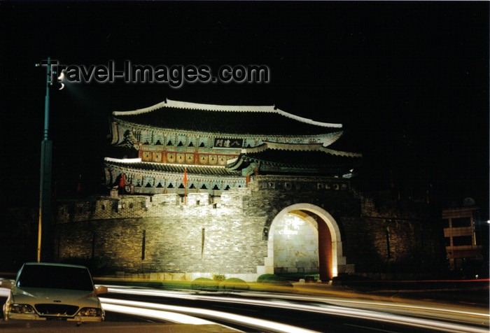koreas61: Asia - South Korea - Suweon: paldalmun - south gate - nocturnal - photo by S.Lapides - (c) Travel-Images.com - Stock Photography agency - Image Bank