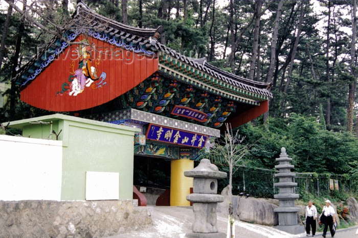 koreas64: Asia - South Korea - Pusan / Busan: temple gate - photo by S.Lapides - (c) Travel-Images.com - Stock Photography agency - Image Bank