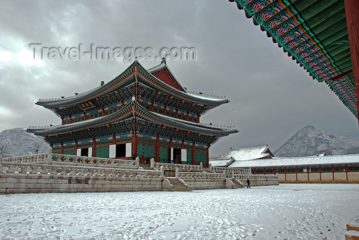 koreas72: Seoul, Korea: Joseon palace in winter - photo by M.Powell - (c) Travel-Images.com - Stock Photography agency - Image Bank